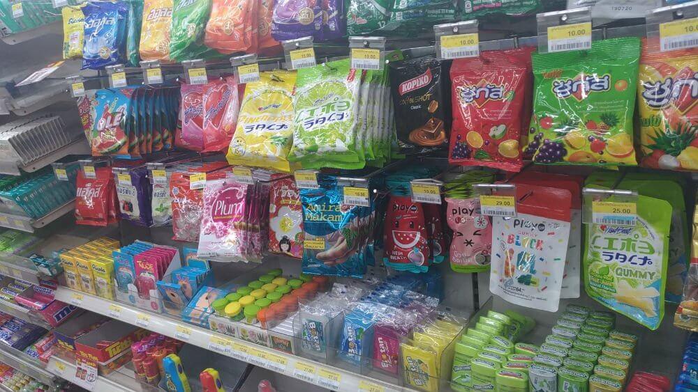 タイのコンビニで買えるスナック菓子