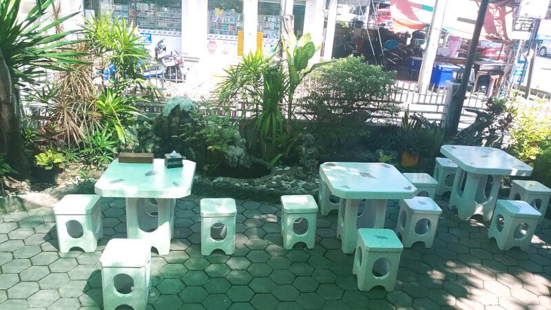 ワンプレートタイ料理。カフェのようにのんびりできるサンティッタムの食堂。