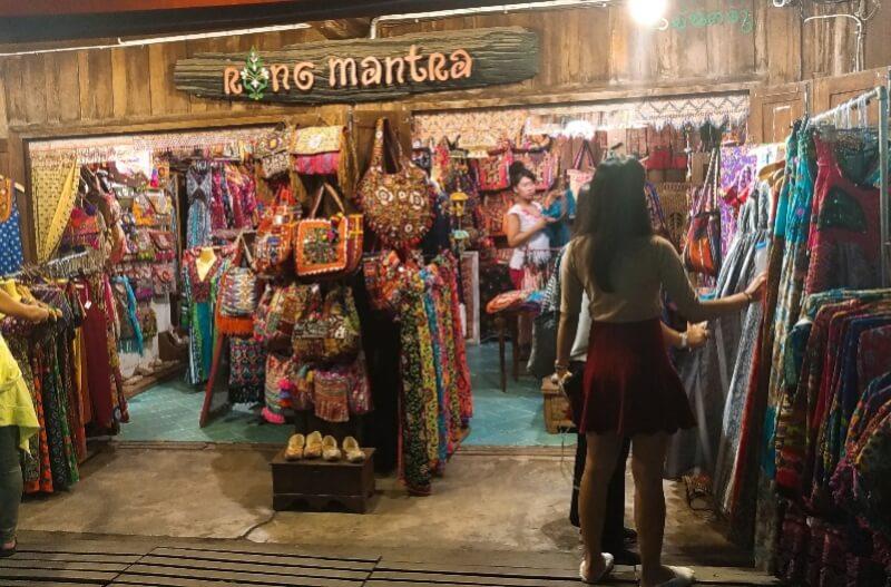 パーイのナイトマーケット・ウォーキングストリート観光